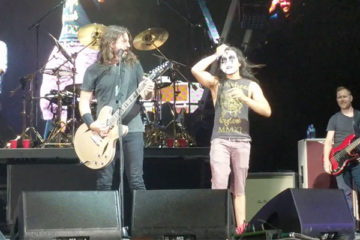 Foo Fighters and Kiss guy